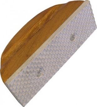 Rašple na dřevěném špalku
