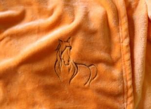 """Deka s výšivkou """"Kůň"""" 100x150 cm"""